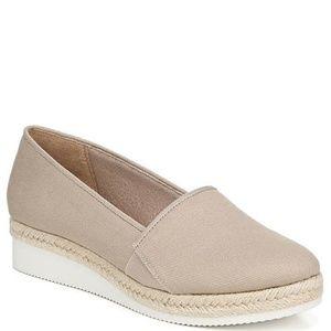 New Life Stride Colby Taupe Flat Shoe